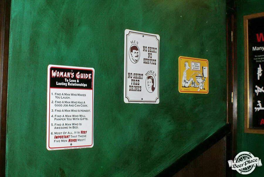 Обзор Лаки Паб | Lucky Pub. Фото. Второй зал. Юмор на стенах