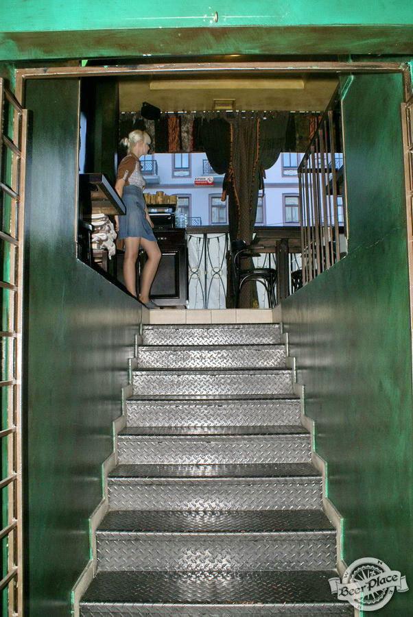 Обзор Лаки Паб | Lucky Pub. Фото. Игровой зал. Лестница на второй этаж