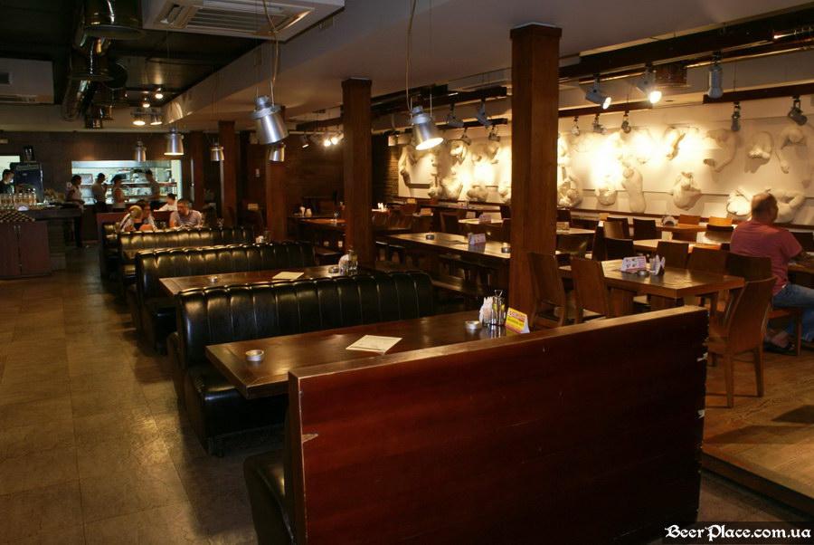 Люстдорф. Ресторан-пивоварня в Одессе. Фото. Первый зал. Общий Вид