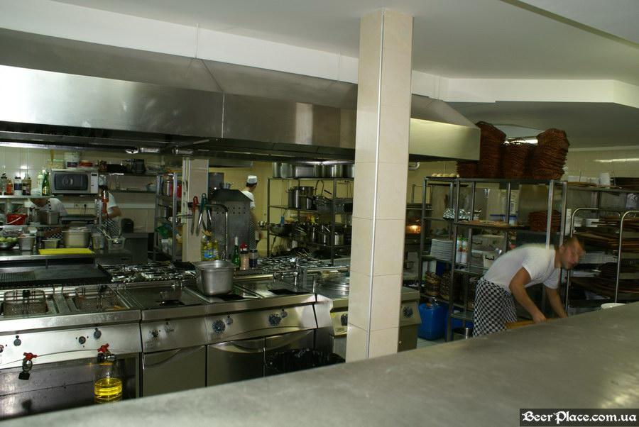 Люстдорф. Ресторан-пивоварня в Одессе. Фото. Открытая кухня