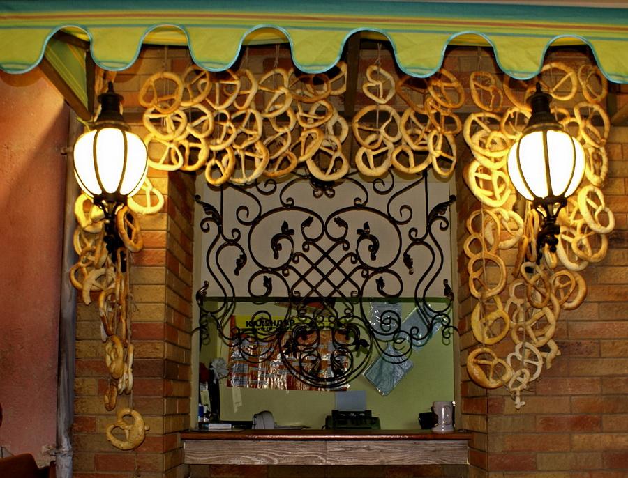 Киев. Пивной клуб Натюрлих. Обзор. Фото кассы с брецелями