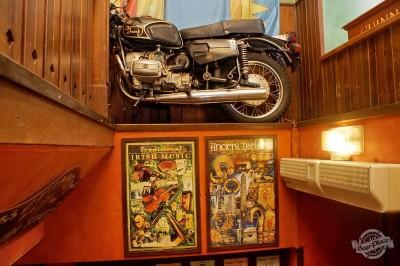 Обзор ирландского паба OBriens. Мотоцикл