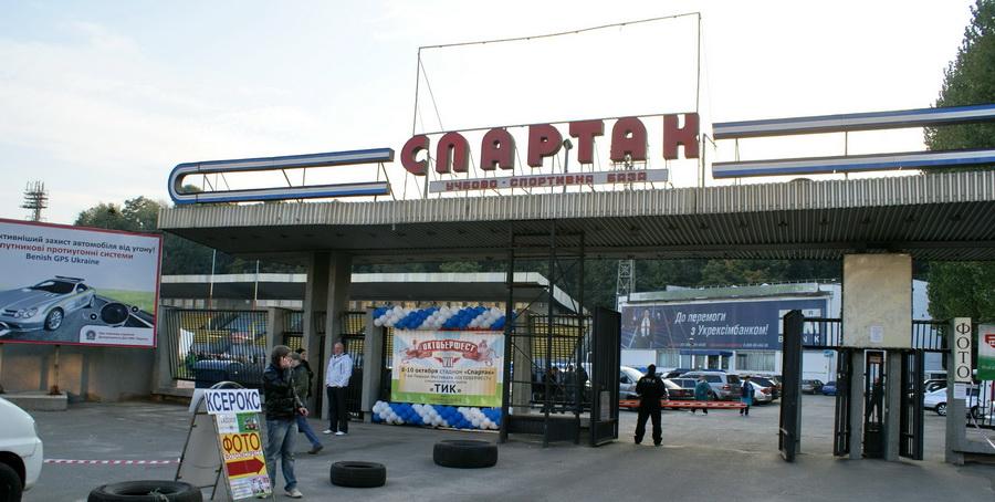 Фото Октоберфеста 2010 в Киеве. Вход на стадион Спартак