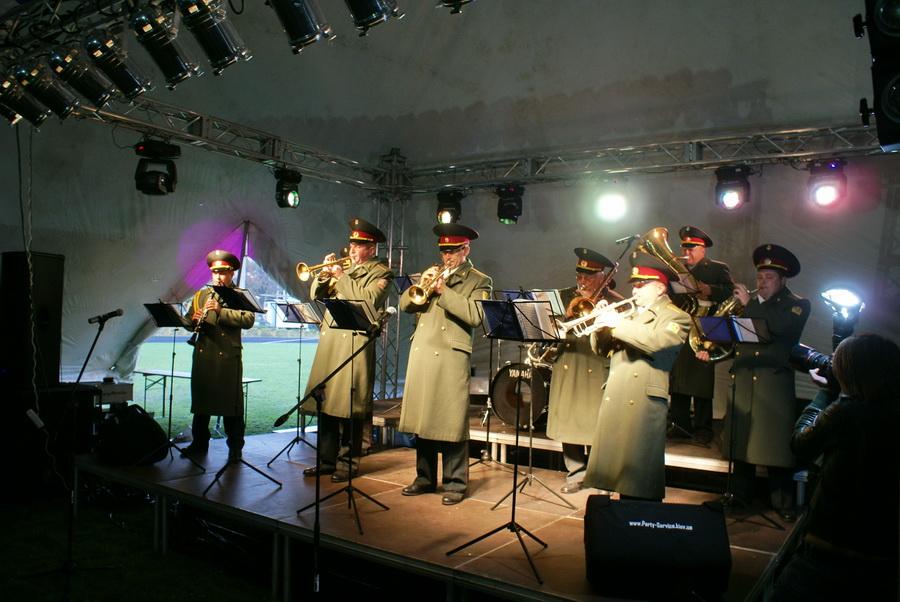 Фото Октоберфеста 2010 в Киеве. Военный оркестр