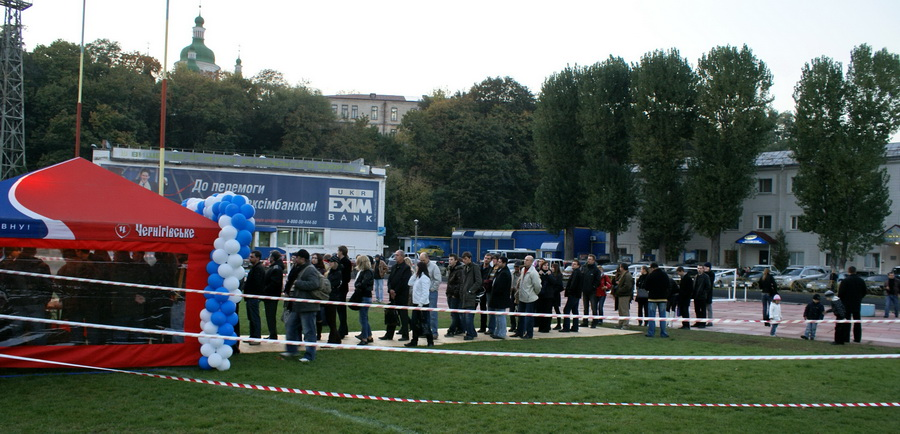 Фото Октоберфеста 2010 в Киеве. Толпа желающих