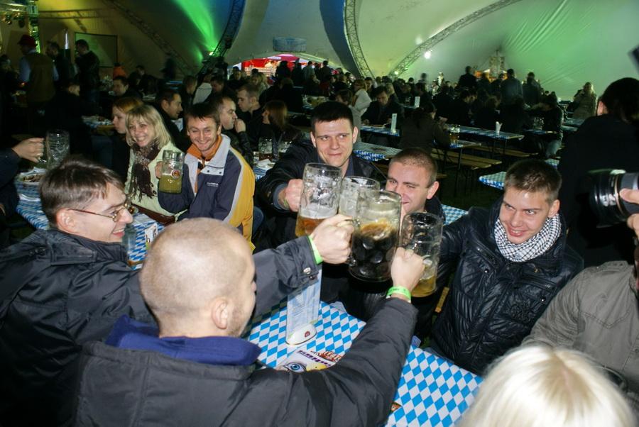 Фото Октоберфеста 2010 в Киеве. Начало празднования
