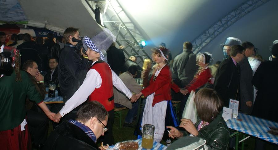 Фото Октоберфеста 2010 в Киеве. Хоровод