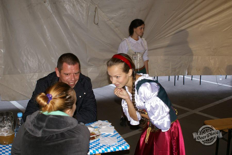 Октоберфест 2011 в Киеве на Евробазаре Осокорки. Фото. День первый.