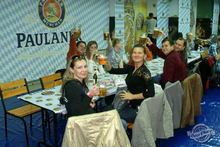 Oktoberfest 2011 от Paulaner в Dream Town. Фото