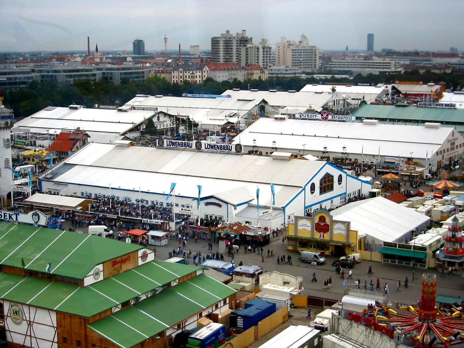 Вид на палатки Октоберфест 2005
