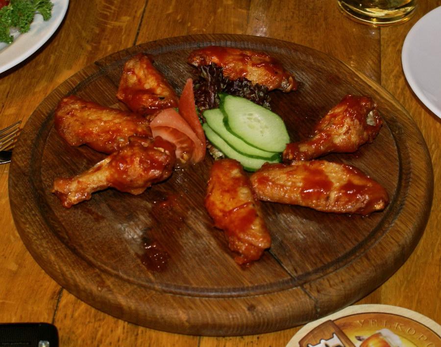 Куриные крылышки в Пильзнер Бар