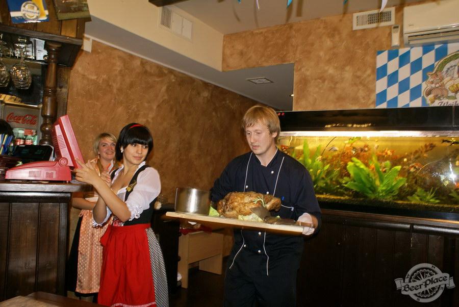 Pinta Cerveza открытие Oktoberfest 2011. Рулька Фламбе от шефа