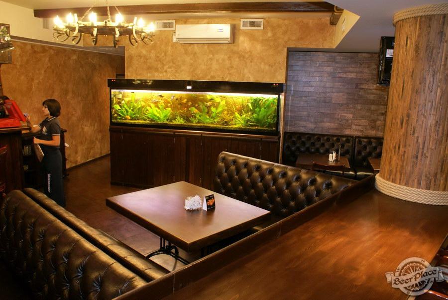 Пивной ресторан Pinta Cerveza. Фото. Первый зал. Вид на аквариум