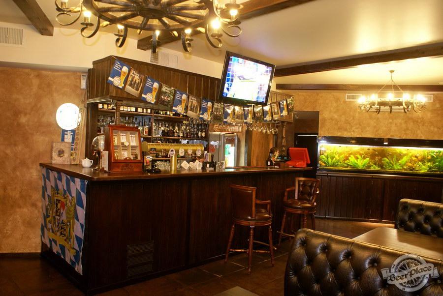 Пивной ресторан Pinta Cerveza. Фото. Первый зал. Барная стойка