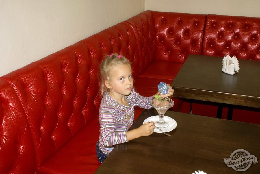Пивной ресторан Pinta Cerveza. Фото. Второй зал. Дети и мороженое