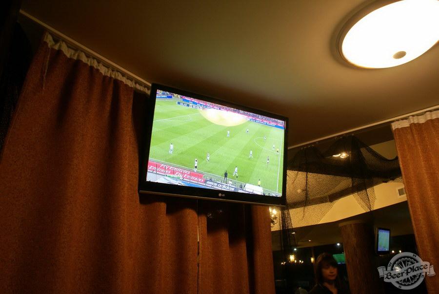 Пивной ресторан Pinta Cerveza. Фото. Телевизор в VIP-комнате