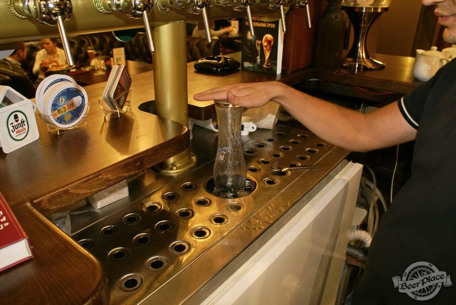 Пивной ресторан Pinta Cerveza. Фото. Система для мойки и охлаждения бокалов