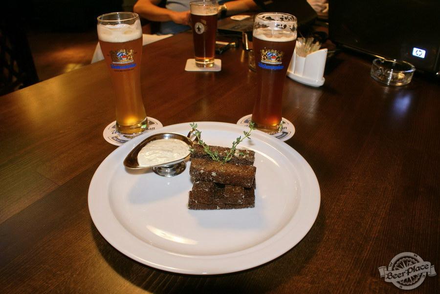 Пивной ресторан Pinta Cerveza. Фото. Сухарики