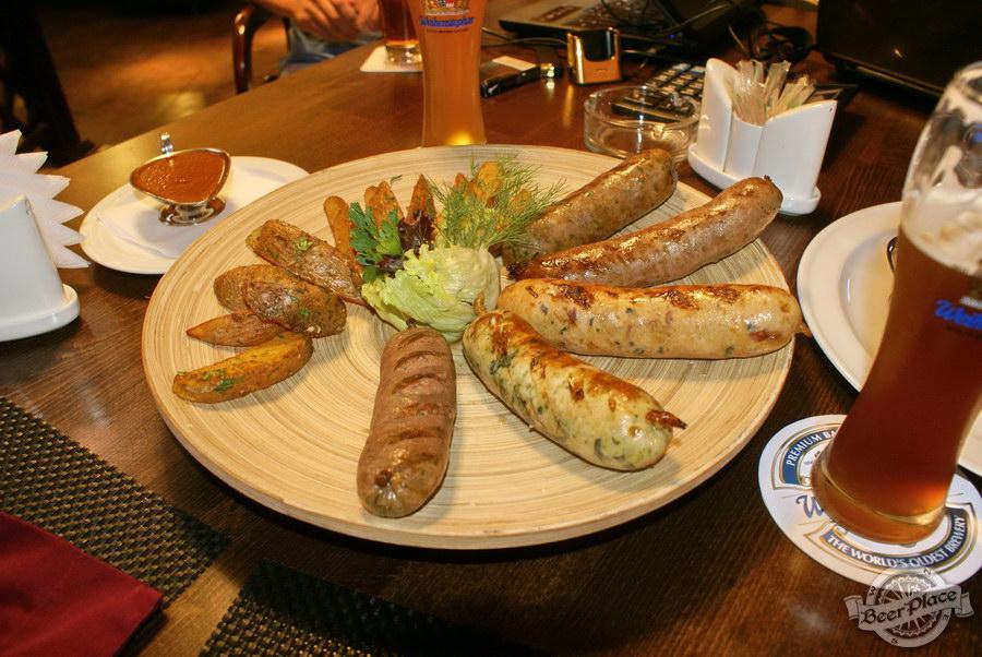 Пивной ресторан Pinta Cerveza. Фото. Ассорти колбасок