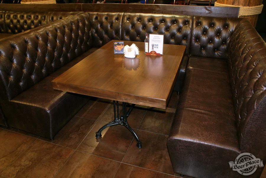 Пивной ресторан Pinta Cerveza. Фото. Первый зал. Стол