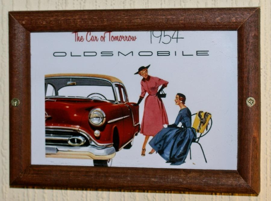 Киев. Паб Пивная №1 на Бассейной. Некурящий зал Кабинет. Oldsmobile 1954