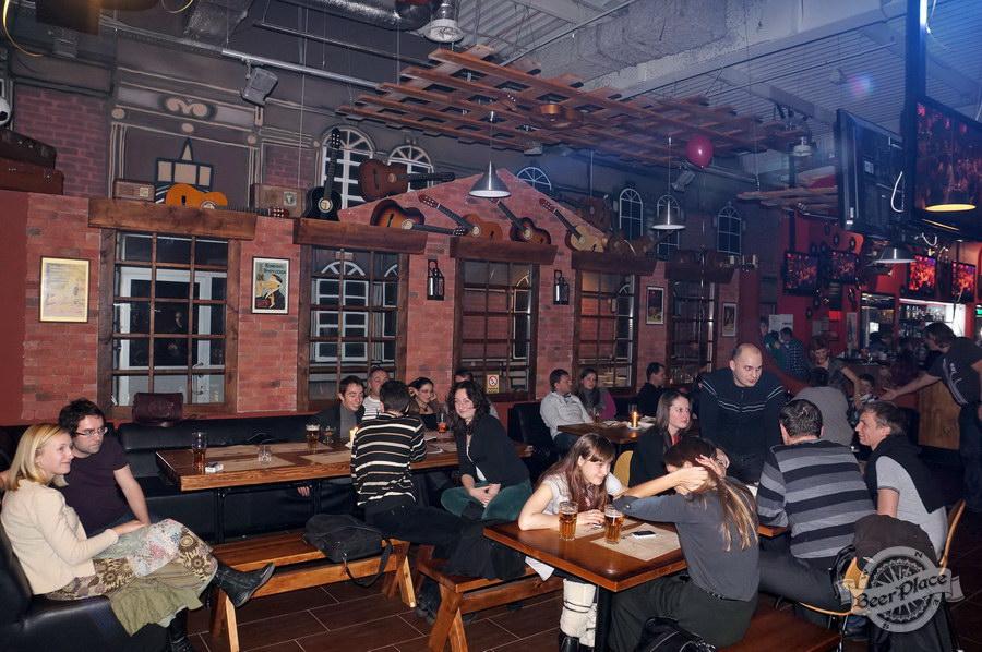 Обзор паба Big Ben | Биг Бен в ТРЦ Dream Town | Дрим Таун. Киев. Столы справа от сцены