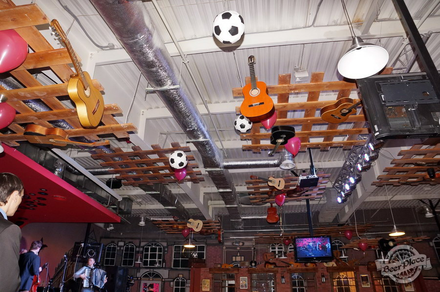 Обзор паба Big Ben | Биг Бен в ТРЦ Dream Town | Дрим Таун. Киев. Декор потолка
