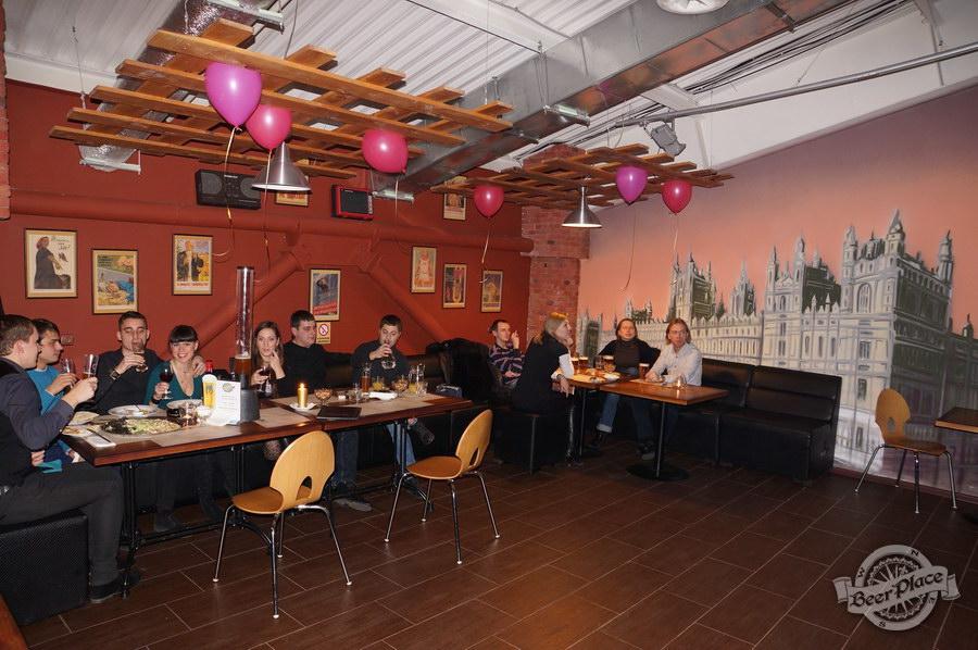 Обзор паба Big Ben | Биг Бен в ТРЦ Dream Town | Дрим Таун. Киев. Столы слева от входа