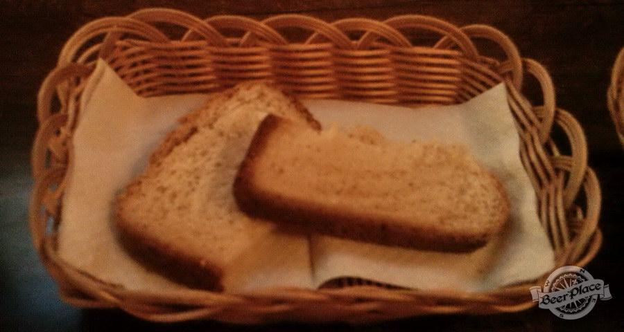 Краш-тест паба Рюбль на Печерске. Хлеб