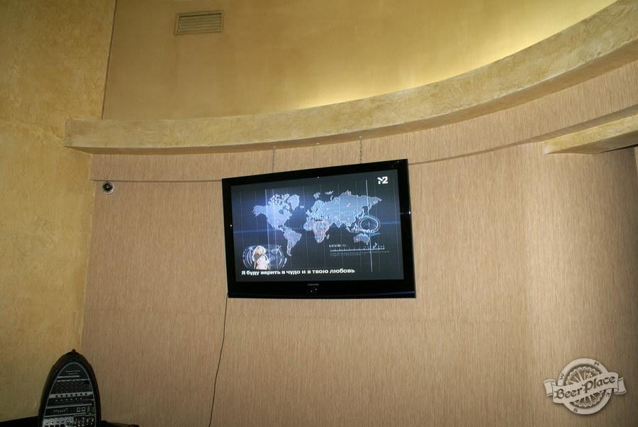 Обзор пивного клуба Рыжая Корова. Телек на втором этаже