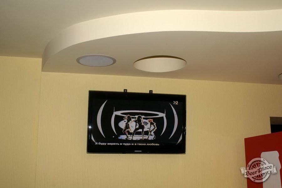 Обзор пивного клуба Рыжая Корова. Телек на первом этаже