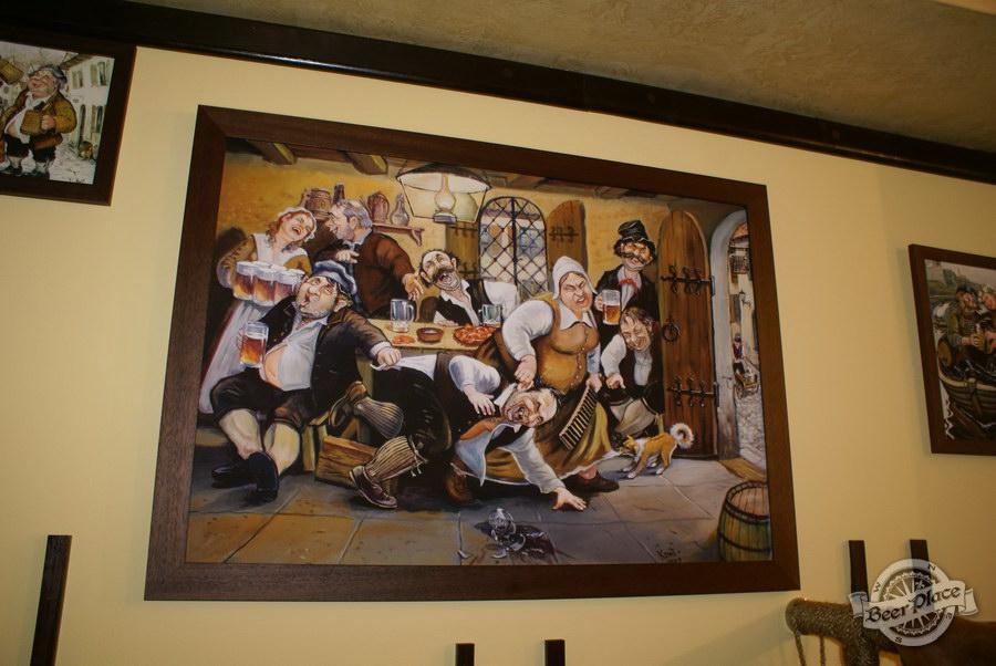 Обзор пивного клуба Рыжая Корова. Картинки на втором этаже