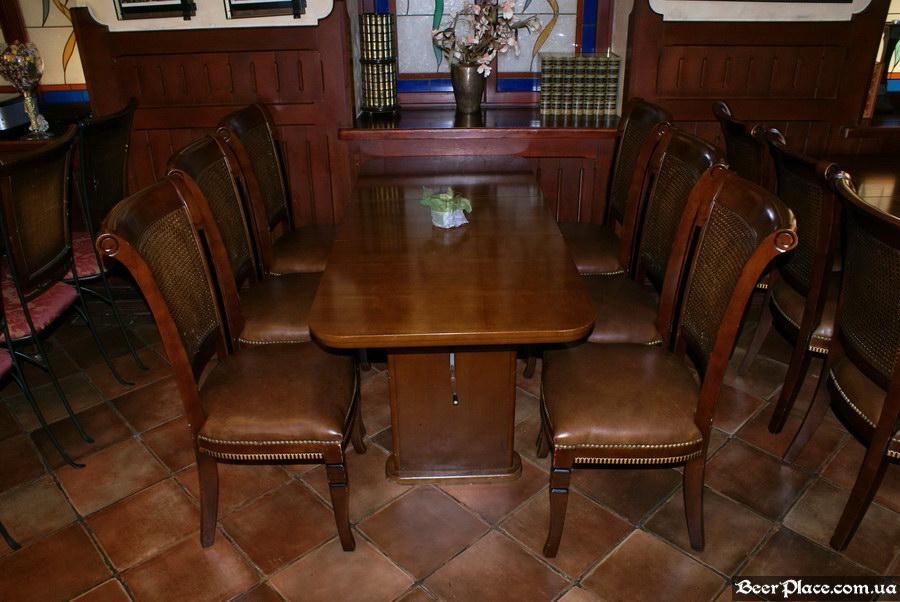 Обзор Sepia Pub | Сепия паб. Киев. Фотографии. Стол в третьем зале