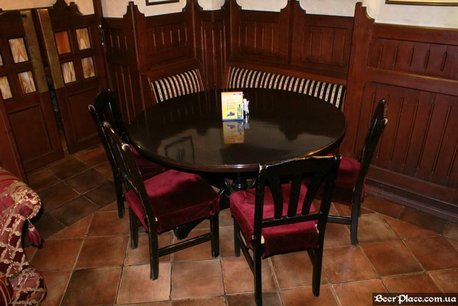 Обзор Sepia Pub | Сепия паб. Киев. Фотографии. Столик в углу третьего зала