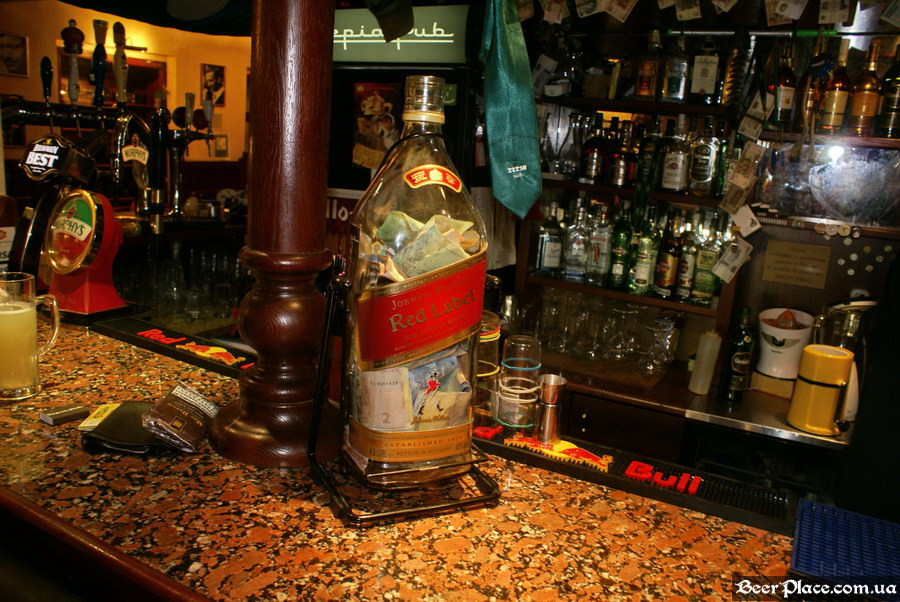 Обзор Sepia Pub | Сепия паб. Киев. Фотографии. Огромная бутылка вискаря
