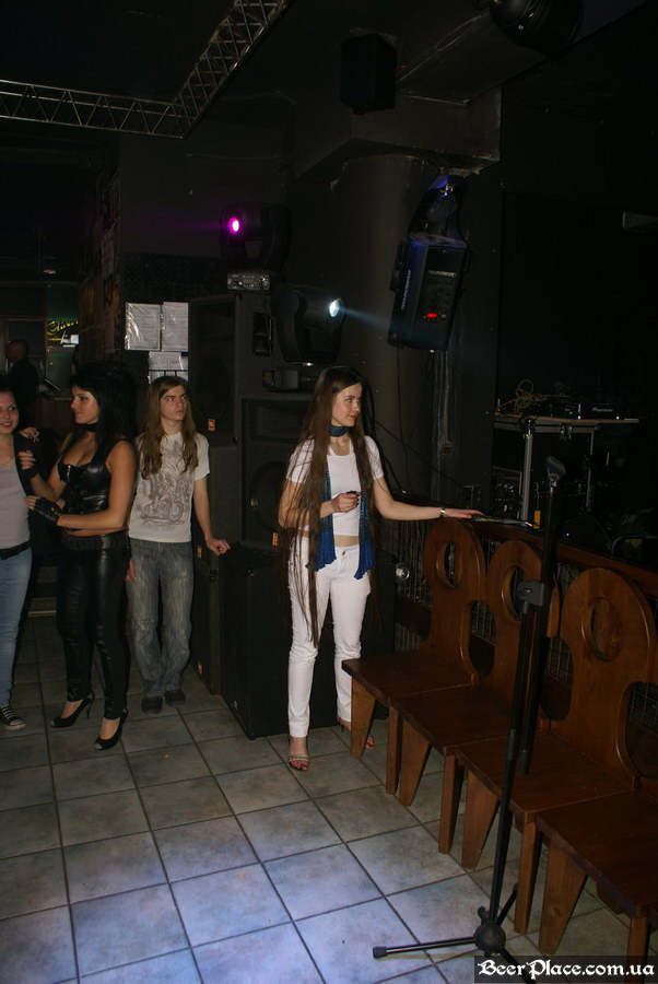 Паб Штольц. Киев. Second Glam-Rock Party In Ukraine. Девушка с длиннющими волосами