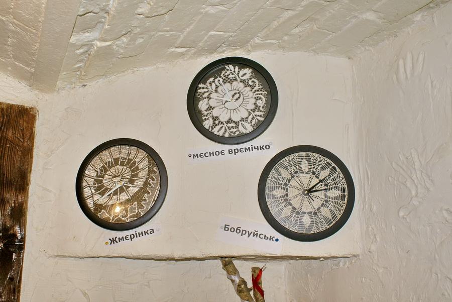 Киев. Кнайпа Сеновал. Часы на стене второго зала