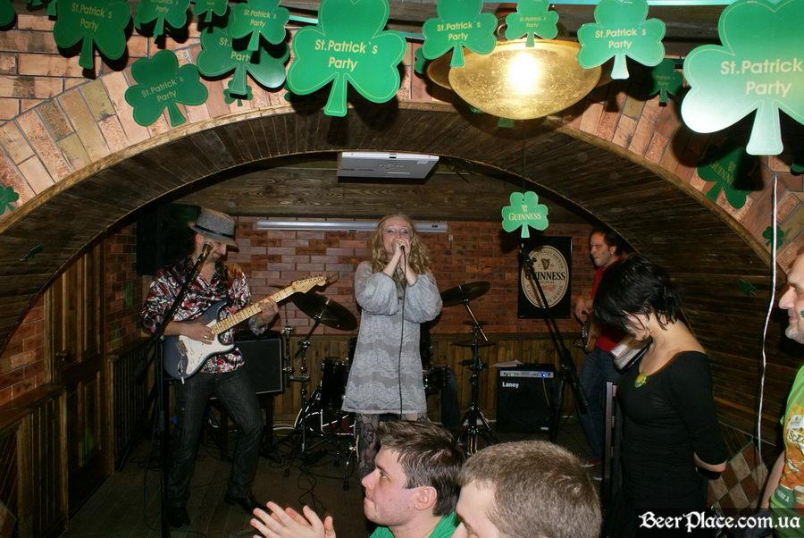 День святого Патрика 2011: паб O'CONNOR'S. Группа Tartila