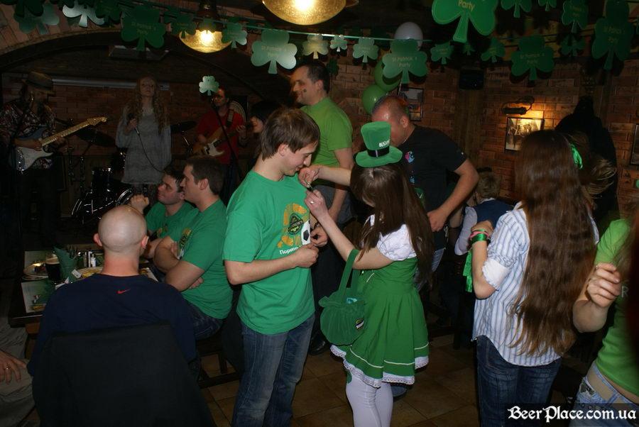 День святого Патрика 2011: паб O'CONNOR'S. Танцуем под Tartila и получем призы от Bushmills