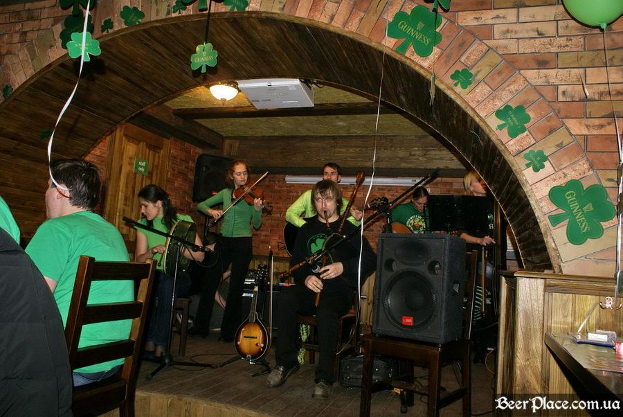 День святого Патрика 2011: паб O'CONNOR'S. Группа RUN