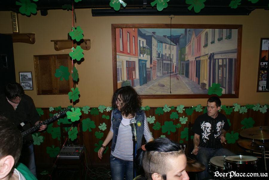 День святого Патрика 2011: ирландский паб O'BRIEN'S. Солистка группы the Магма