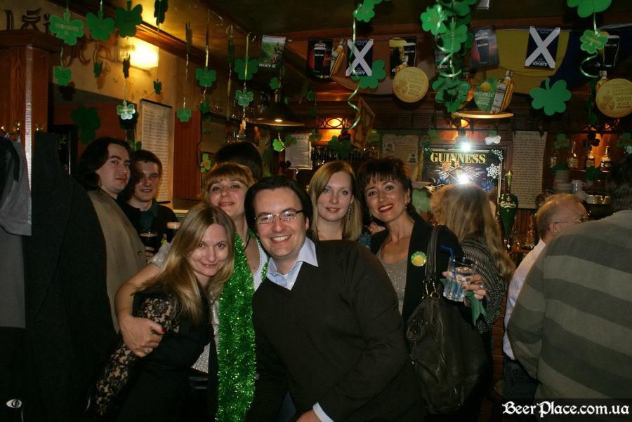 День святого Патрика 2011: ирландский паб O'BRIEN'S. Повсюду гости, куда не глянь