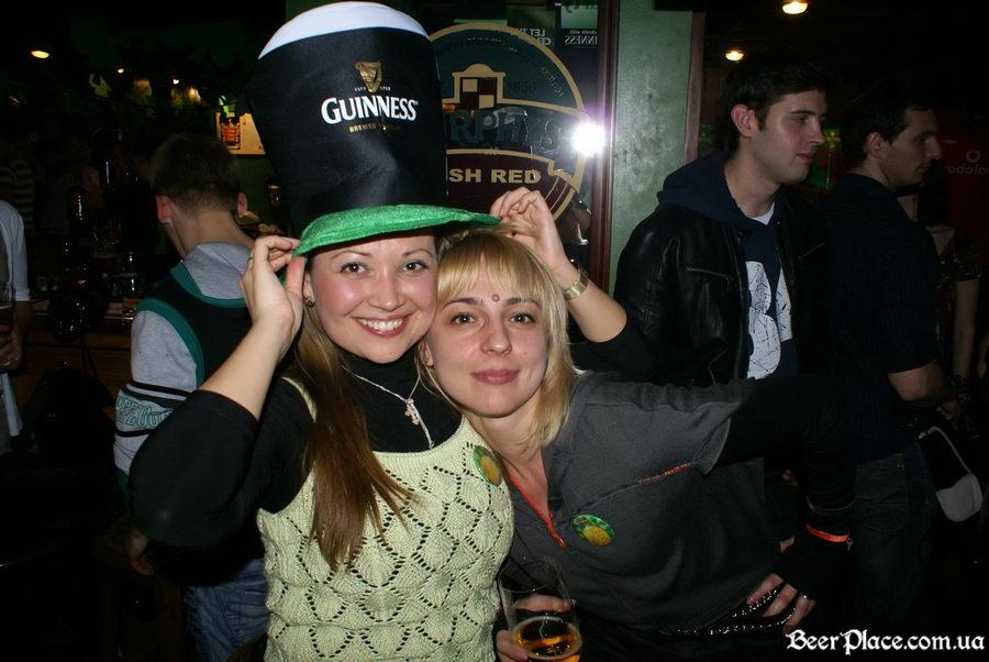 День святого Патрика 2011: ирландский паб O'BRIEN'S. Фотосессия в шапке Guinness