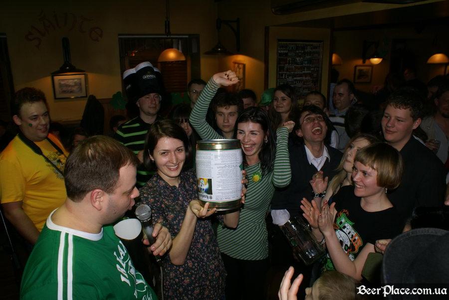 День святого Патрика 2011: ирландский паб O'BRIEN'S. У меня есть бочка пива!!!