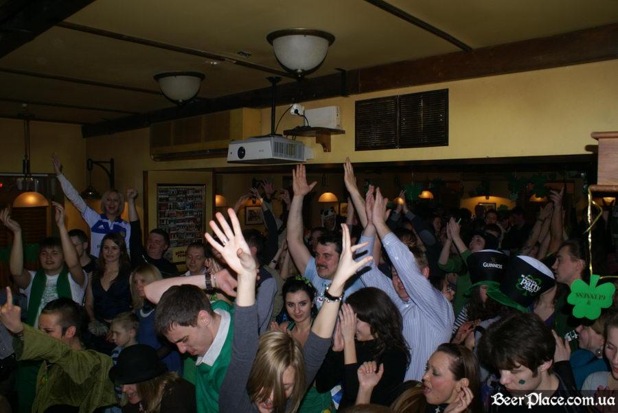 День святого Патрика 2011: ирландский паб O'BRIEN'S. Гости в отрыве