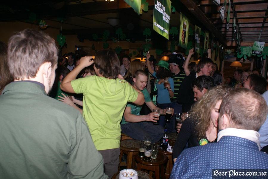 День святого Патрика 2011: ирландский паб O'BRIEN'S. Стул или стол - вот в чём вопрос