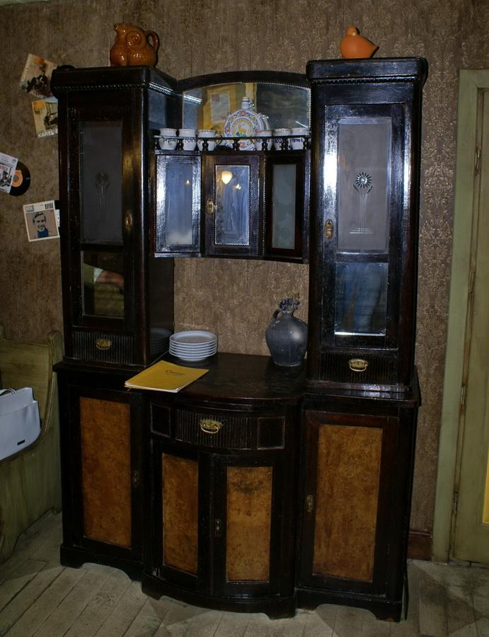 Чешский ресторан Старомак. Старинный шкаф