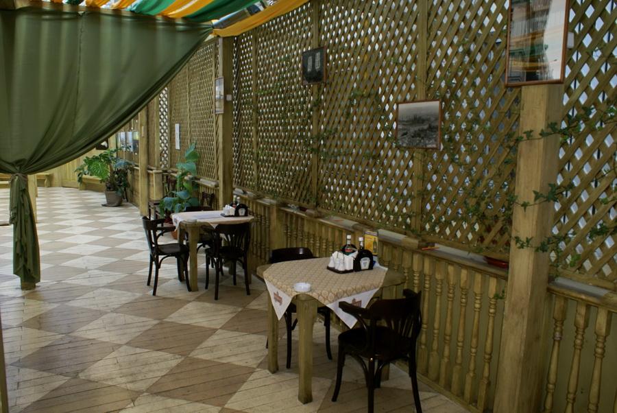 Чешский ресторан Старомак. Уютные столики на втором этаже