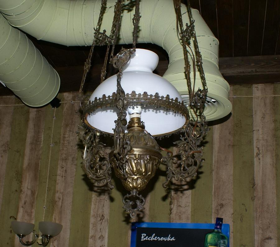 Чешский ресторан Старомак. Скульптуры Белоконя. Люстра в VIP-комнате