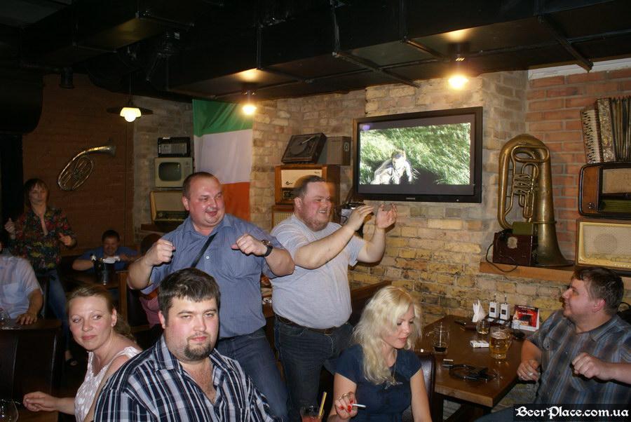 Паб Блиндаж. Табула Раса. Фото. Танцы за столами